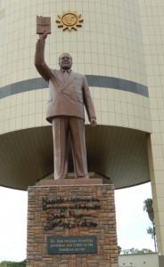 2014-Nujoma-statt-Reiterdenkmal-Kohrs